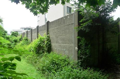 Sint-Niklaas Belsele Groenhof betonnen tuinmuur