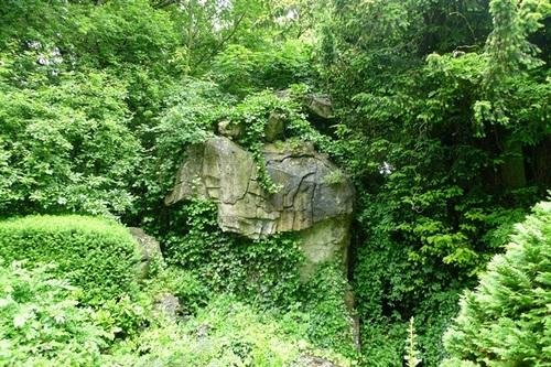 Sint-Niklaas Belsele Groenhof rotsen in cementrustiek