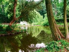 Tuin, park en parkbos van kasteeldomein Trockart