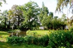 Parkje en hoogstamboomgaard van hoeve de Oude Vlieg