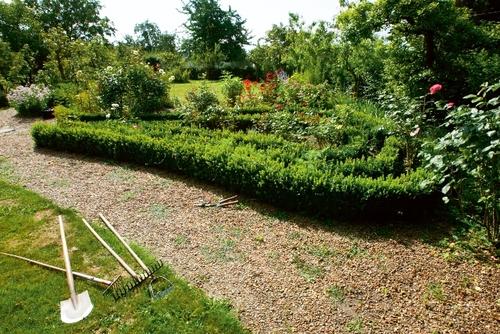 Labyrint van buxushaagjes bij Oude Vliegh