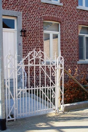 Overblijvend tuinpoorthekje naar de voordeur van Leopold III-straat 18