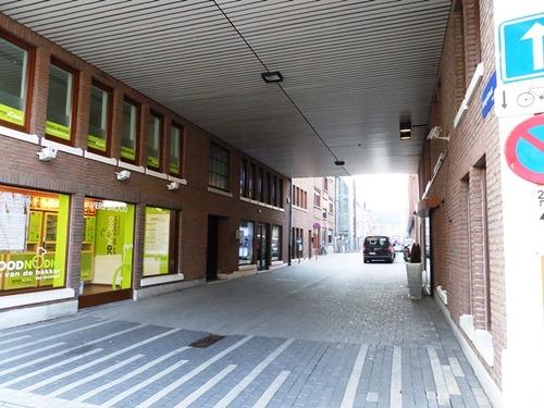 Mechelen Spiegelstraat Zicht vanop de Korenmarkt naar de De Langhestraat - het eerste deel van de Spiegelstraat is overbouwd