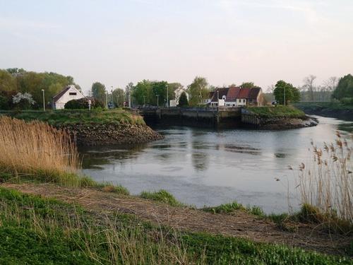 Mechelen Zennegat waar de Dijle en het Kanaal Leuven-Dijle en de Zenne samenvloeien
