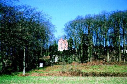 Het kasteel van Assent en de oprijlaan vanaf de Leuvensesteenweg