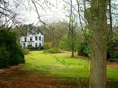 De villa in het landgoed Jagersberg te Molenstede gezien vanuit het oosten (https://id.erfgoed.net/afbeeldingen/203682)