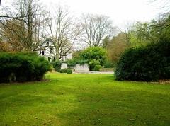 Het door J. Wirtz aangelegde zwembad op de plaats van het tennisveld ten zuiden van de villa op de Jagersberg (https://id.erfgoed.net/afbeeldingen/203683)