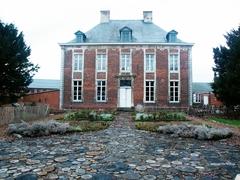 Pastorie met tuin van de Sint-Hubertusparochie