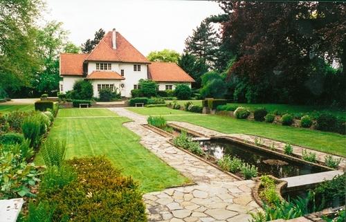 De verzonken tuin met art-decomotief bij de in 1926 gebouwde en in 2003 afgebroken villa van Edouard Michiels in de Rozenstraat te Scherpenheuvel