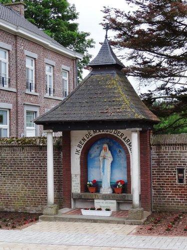 Kortessem Brandstraat zonder nummer Kapel tegen de muur van kerk-pastorie