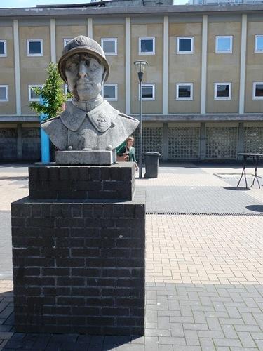 Mechelen Koning Albertplein Buste Koning Albert I ontwerp Jules Bernaerts 1936
