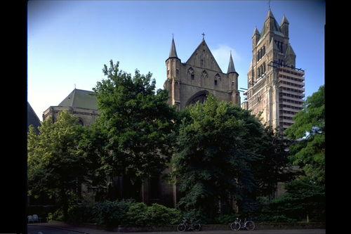 Brugge Sint-Salvatorskerkhof zonder nummer Kerk
