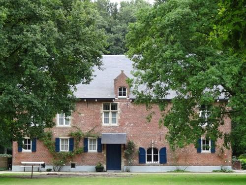 Heist-op-den-Berg Pelgrimhofstraat 8-10