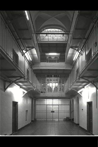 Het Pandreitje, historisch gevangenisgebouw: interieur, centrale gang met loopbruggen, algemeen zicht (gesloopt in 1992)