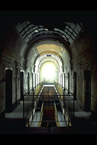 Het Pandreitje, historisch gevangenisgebouw: interieur, cellenblok, centrale gang, algemeen zicht (gesloopt in 1992)