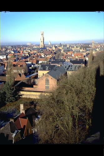 Het Pandreitje, historisch gevangenisgebouw: panoramisch zicht op Brugge met belfort (gesloopt in 1992)