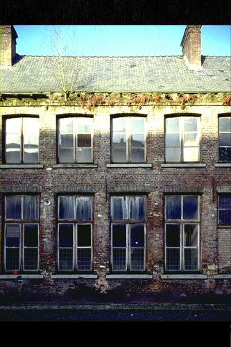 Het Pandreitje, historisch gevangenisgebouw: exterieur, gebouwen met twee bouwlagen, verval, gevel algemeen zicht (gesloopt in 1992)