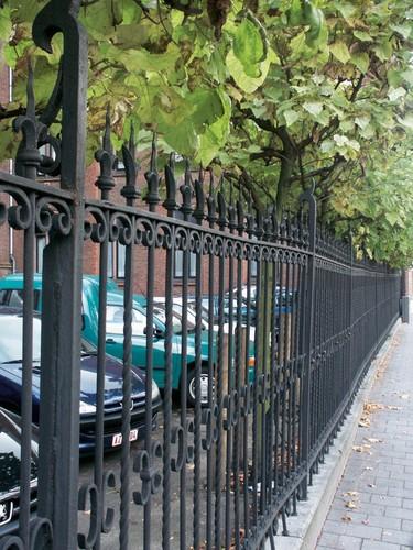 Het hek van het college aan de Guffenslaan te Hasselt