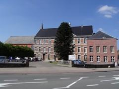 Materniteit, school, klooster en kapel