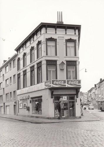 Gent Sint-Amandsberg Aannemersstraat 1-1A