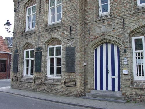 Houthulst Merkem Kouterstraat 26 Gemeentehuis close-up