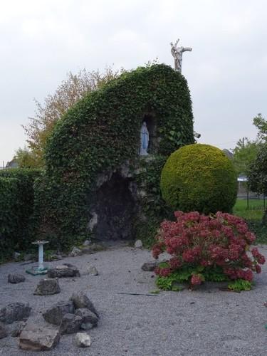 Buggenhout Kloosterstraat 15 Lourdesgrot ten westen van de kapel