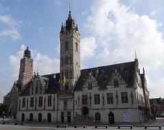 Lakenhal en stadhuis van Dendermonde