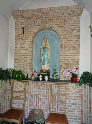 Berlare Molenstraat zonder nummer Interieur van de Onze-Lieve-Vrouw van Lourdeskapel