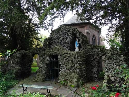 Dendermonde Lourdesgrot achter de begijnhofkapel