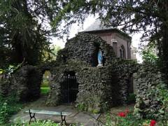 Dendermonde Lourdesgrot achter de begijnhofkapel (https://id.erfgoed.net/afbeeldingen/214982)