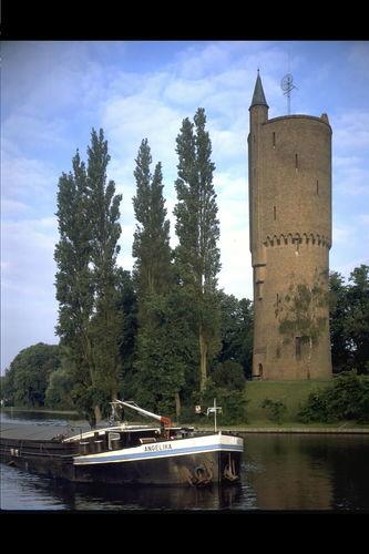 Brugge Gentpoortvest toren aan water