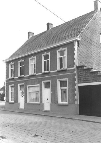 Deinze Astene Nieuwstraat 2-4 (anno 2021: Dorpsstraat 22, verbouwd)