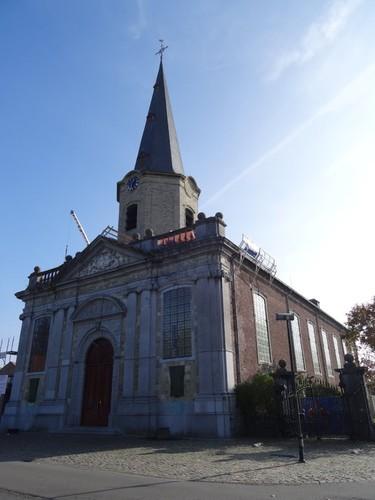 Hamme Dorp zonder nummer Noordwestzijde van de Sint-Martinuskerk