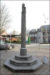 Stekene Kerkstraat zonder nummer schandpaal (https://id.erfgoed.net/afbeeldingen/217121)