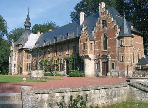 Het kasteel van Groot-Bijgaarden gerestaureerd door Raymond Pelgrims de Brigard na 1903