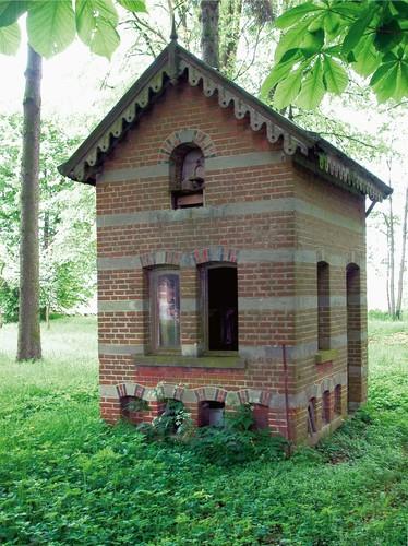 Voor nut en sier: één van de voormalige vogelkooien ten zuidoosten van kasteel, rusthuis De Verlosser te Dilbeek