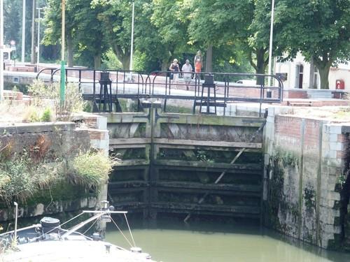 Zennegat-Battenbroek: Zicht op de sluis van het Zennegat