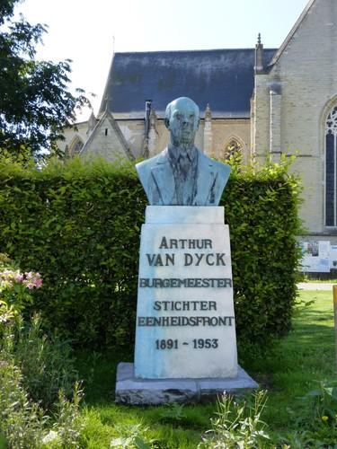 Tervuren Markt buste Van Dijck