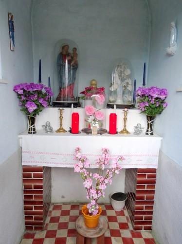 Melle Kapellendries zonder nummer Interieur van de wegkapel toegewijd aan Onze-Lieve-Vrouw