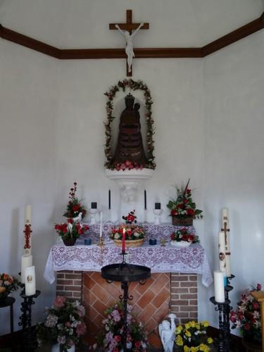 Stekene Trompstraat zonder nummer Interieur van de kapel Onze-Lieve-Vrouw van Lourdes