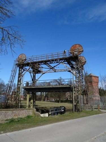 Moerbeke Terwesttragel zonder nummer Hefbrug met de watertoren