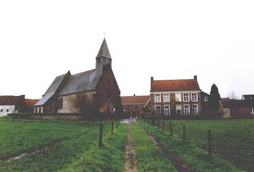 Zwalm Paulatemstraat 53 en 57 zicht op kerk en pastorie