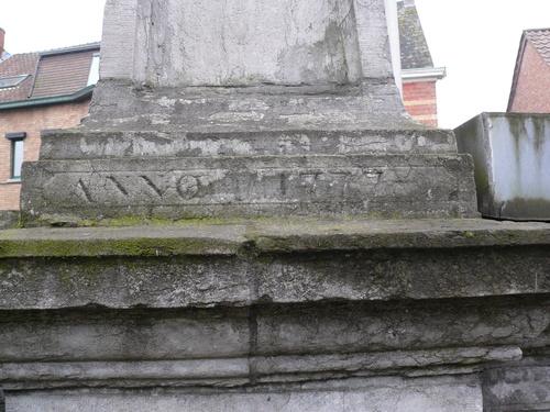 Sint-Gillis-Waas Dries zonder nummer Gemeentepomp, detail