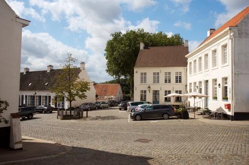 Kruishoutem Nokere dorpsplein met vrijheidsboom