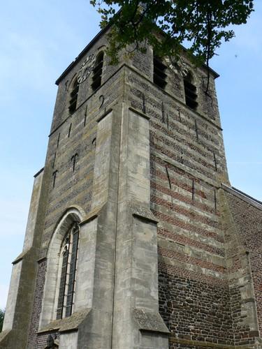 Brakel Elst Sint-Apolloniaplein Veldsteenbanden in parochiekerk