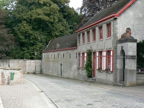 Zwalm Roborst Borstekouterstraat 60 Oud gemeentehuis en koetshuizen kasteel