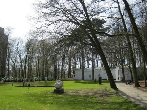 Diverse kunstwerken en paviljoen Braem Middelheimpark