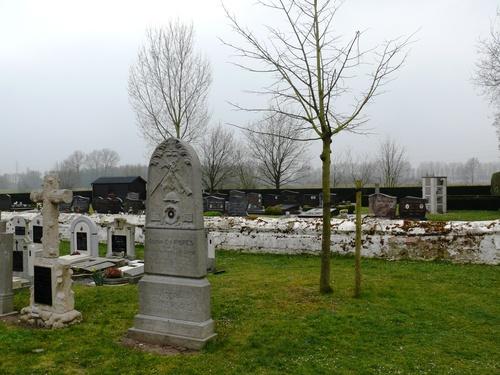 Lokeren Daknam kerkhof Vredesboom (1) (Custom)