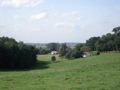 Tiegemberg met Sint-Arnolduspark, Hellebos en omgeving