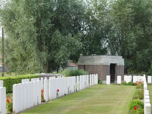 Vlamertinge: Divisional Cemetery: schuilhuis
